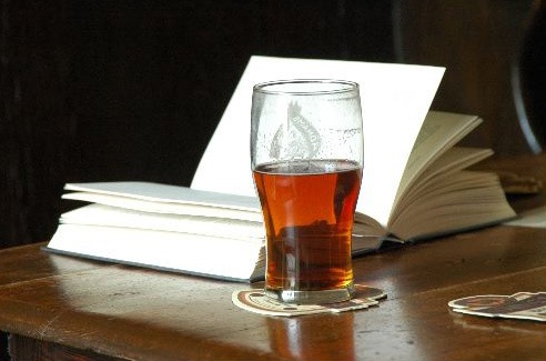 Bilderesultat for beer and books